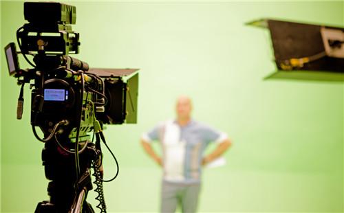 在广州创意品牌形象宣传片制作中专题片靠什么打动观众