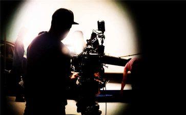 肩扛或手持摄像机拍摄的三个优点