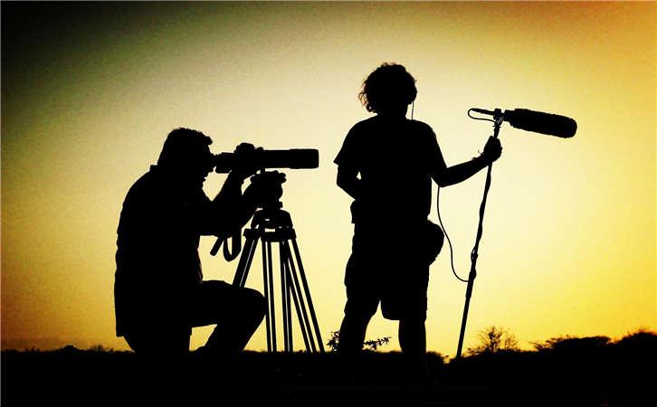 企业广告片拍摄平方向,由下往上拍照