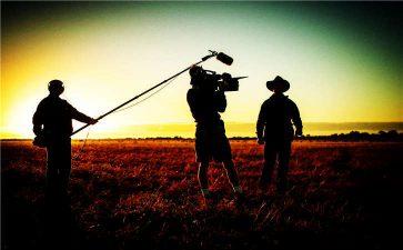 多个层面分镜头剧本进行企业广告片拍摄