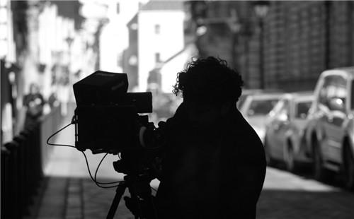影视广告品牌形象片拍摄音效和旁白怎样表现好?